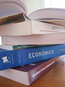 کتاب چرخه های تجارت و بحران های مالی